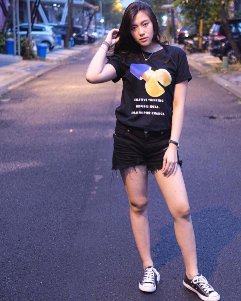 Resiah Lim Seksi paha mulus dna manis Hot Pant